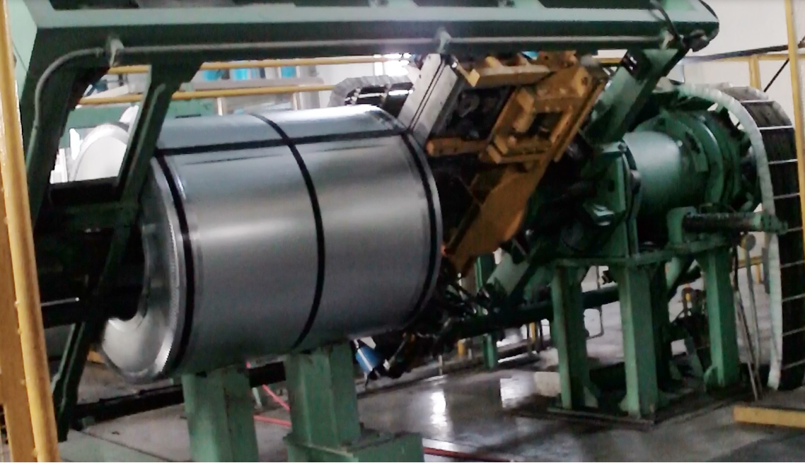automation-strapping-machine-packing-through-steel-coil