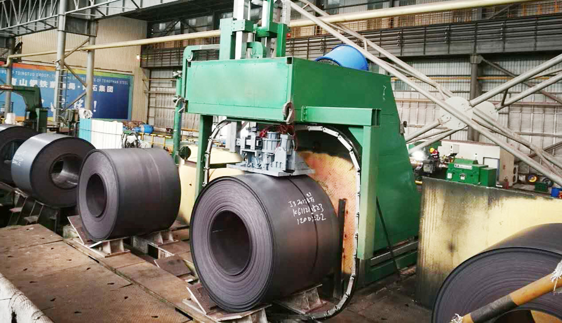 strapping machine packing around cold rolled coil